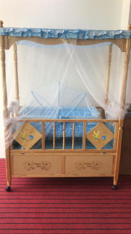 BABY WOODEN COT WITH REMOVEABLE SWING